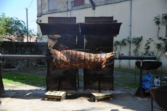 Preparando la cena medieval en Besalú.